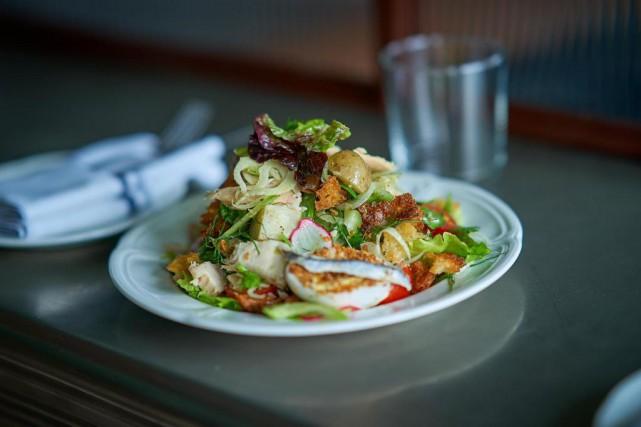 La salade niçoise ne réinvente rien, mais est... (Photo André Pichette, La Presse)