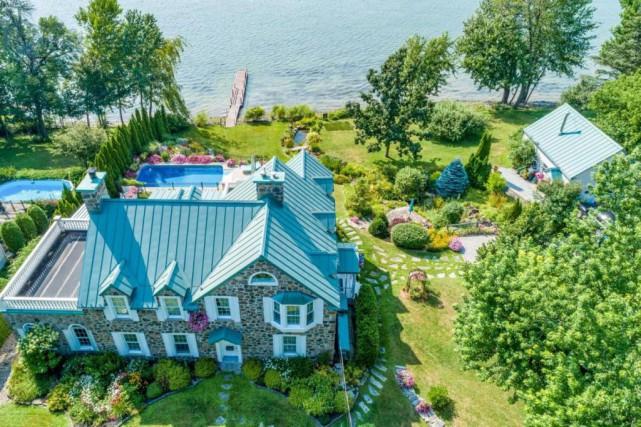 Vue aérienne de la propriété, qui borde la... (Photo fournie par Profusion Immobilier/Christie's International Real Estate)