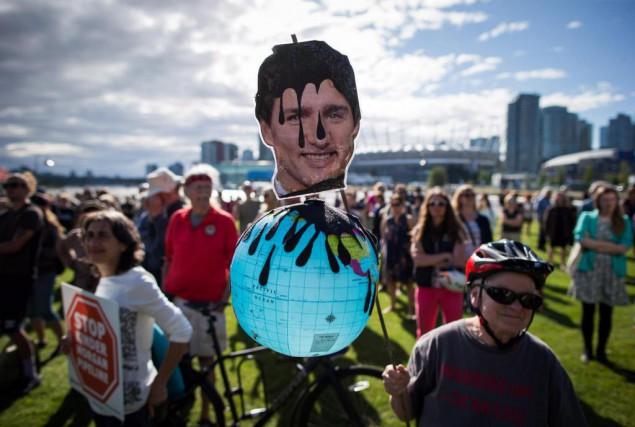 Une manifestation contre l'agrandissement de l'oléoduc Trans Mountain... (PhotoDarryl Dyck, archives La Presse canadienne)