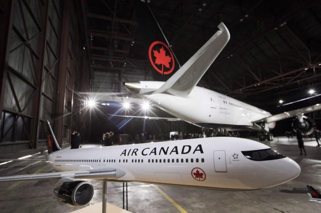 Pour subventionner les compétiteurs d'Air Canada, Jean-FrançoisLisée entend... (Photo Mark Blinch, La Presse canadienne)