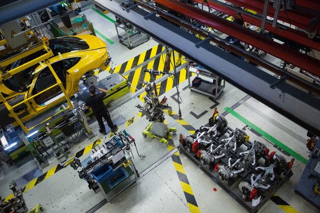 L'auto électrique requiert moins de pièces et moins... (Photo Agence Bloomberg)