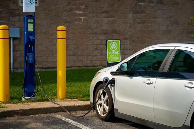 L'engouement pour les voitures électriques et hybrides s'accélère... (Photo André Pichette, La Presse)