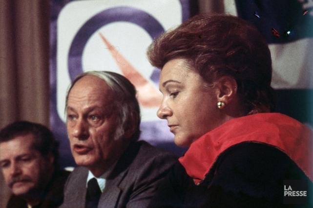 Lise Payette en compagnie de René Lévesque, en... (Photo Paul-Henri Talbot, archives La Presse)