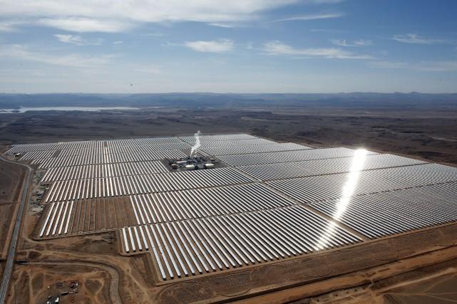 Une centrale marocaine d'énergie solaire située dans le... (PHOTO ARCHIVES AP)