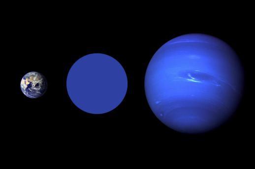 Une comparaison de la Terre (à gauche) avec... (Photo NASA)