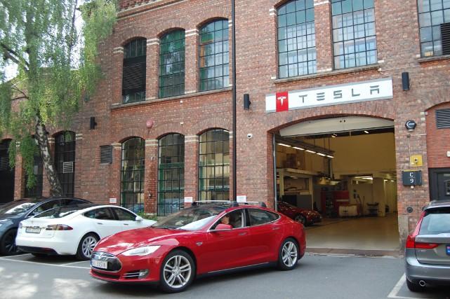 Des Tesla Modèle S à un centre de... (photo AFP)