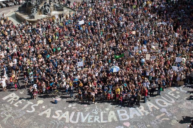 Plusieurs personnes se sont également regroupées à Nantes,... (PHOTO SEBASTIEN SALOM GOMIS, AFP)