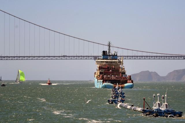 Le navire tirait un équipement de 600mètres de... (Photo Josh Edelson, AFP)