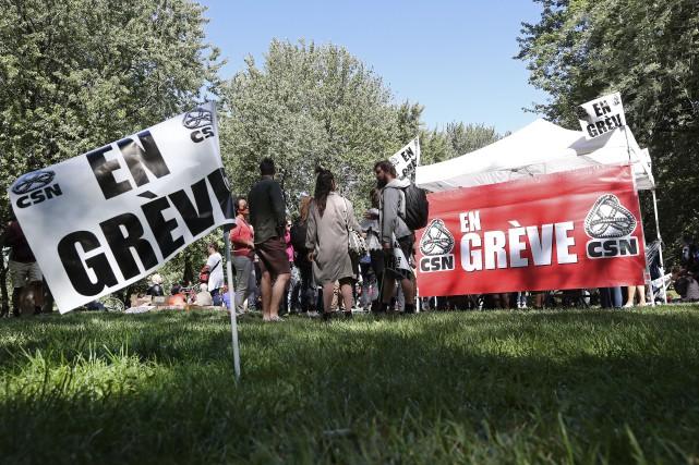 Un «grand rassemblement festif» était prévu à midi,... (Photo Robert Skinner, La Presse)