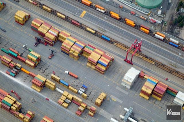 Quelque 65travailleurs seront embauchés au Port de Montréal... (PHOTO ALAIN ROBERGE, ARCHIVES LA PRESSE)