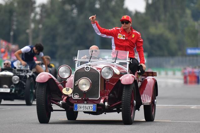Cette Alfa Romeo était prémonitoire. Durant le défilé... (photo AFP)