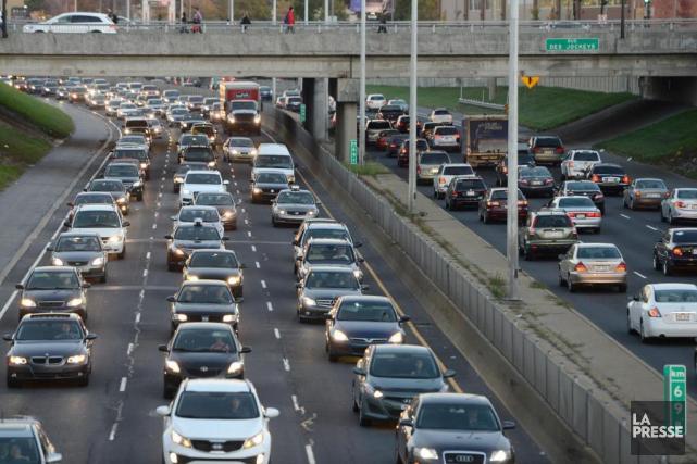 Selon certains économistes, le carbone devrait être taxé... (PHOTO BERNARD BRAULT, ARCHIVES LA PRESSE)