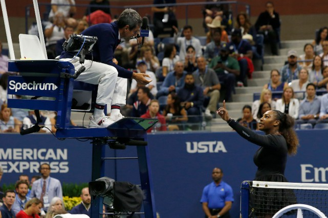 L'arbitre Carlos Ramos a sanctionné Serena Williams trois... (PHOTO EDUARDO MUNOZ ALVAREZ, AFP)
