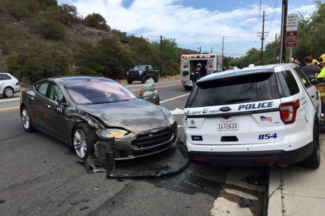 Un accident impliquant un Modèle S de Tesla... (Photo police de Laguna Beach via AP)