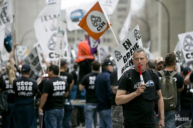 Quelques centaines d'employés des services d'entretien de la... (François Roy, archives La Presse)