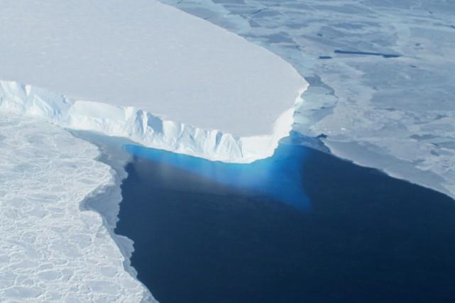 La couche de glace s'amenuise dans l'Arctique et... (Photo archives Agence France-Presse)