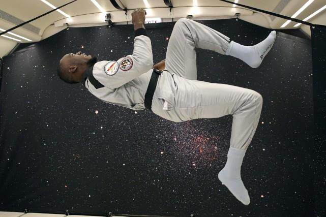 Vêtu d'une combinaison de cosmonaute, Usain Bolt a... (Photo Laurent Theillet, Associated Press)