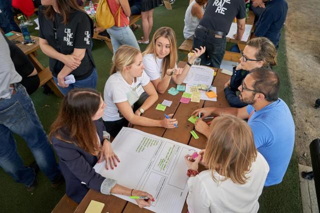 Des participants audesign thinking organisé jeudi dernierau profit... (Photo AndréPichette, La Presse)