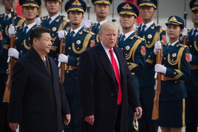 Donald Trump aux côtés de son homologue chinois... (Photo NICOLAS ASFOURI, archives AFP)