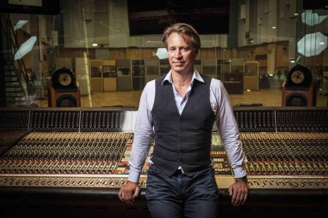 Le réalisateur et remixeur Giles Martin, fils du... (PHOTO ALEXLAKE, FOURNIE PAR GILESMARTIN)