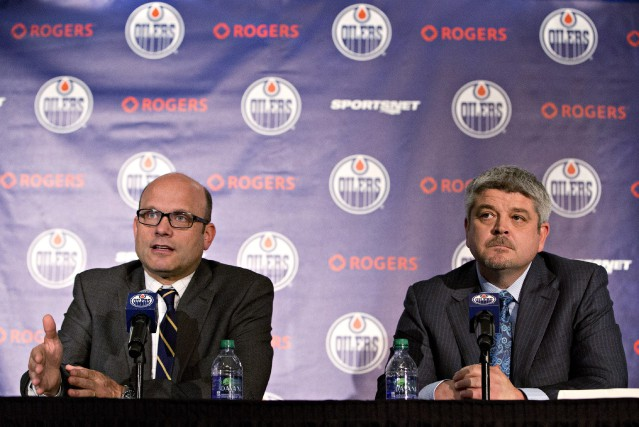 le directeur général des OilersPeter Chiarelli et l'entraîneur-chef... (ARCHIVES PC)