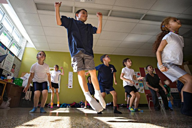 À Montréal-Est, les élèves de l'école Saint-Octave se... (Photo PatrickSanfaçon, La Presse)