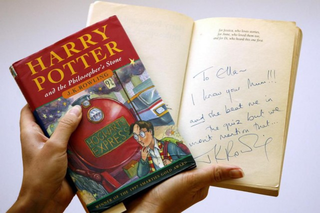 Le premier tome, Harry Potter and the Philosopher... (Photo Akira Suemori, Archives Associated Press)