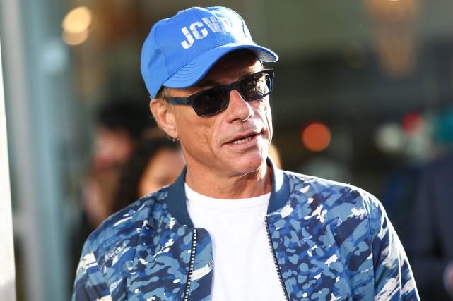 Jean Claude Van Damme Avec Son Chihuahua: Un Fils De Van Damme En Probation Pour Attaque Au Couteau
