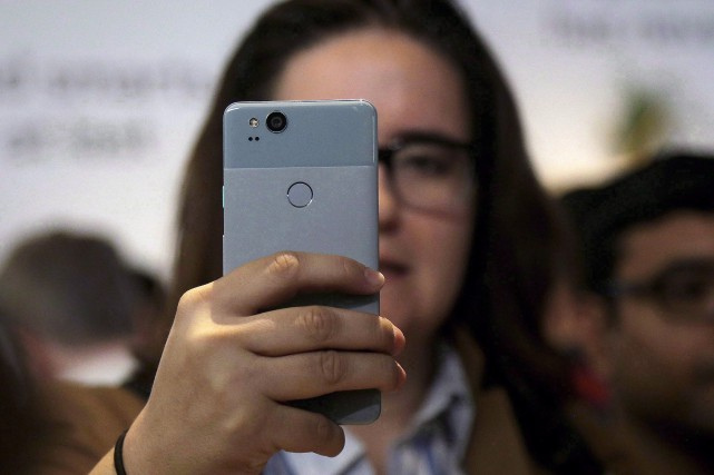 Un Google Pixel 2.... (Photo Jeff Chiu, La Presse canadienne)