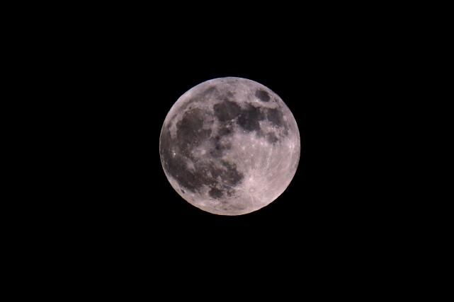 La Lune... (Photo JACK GUEZ, archives Agence France-Presse)