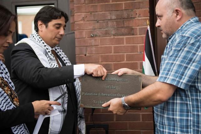 La plaque de la représentation diplomatique a été... (PHOTO AFP)
