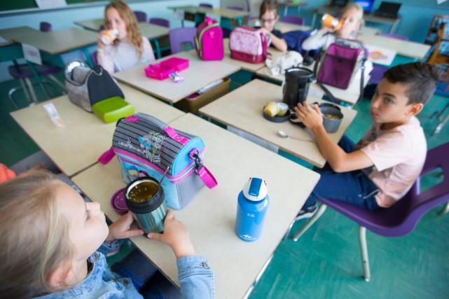 Un groupe d'élèves d'une école de Montréal discute... (Photo Ivanoh Demers, La Presse)