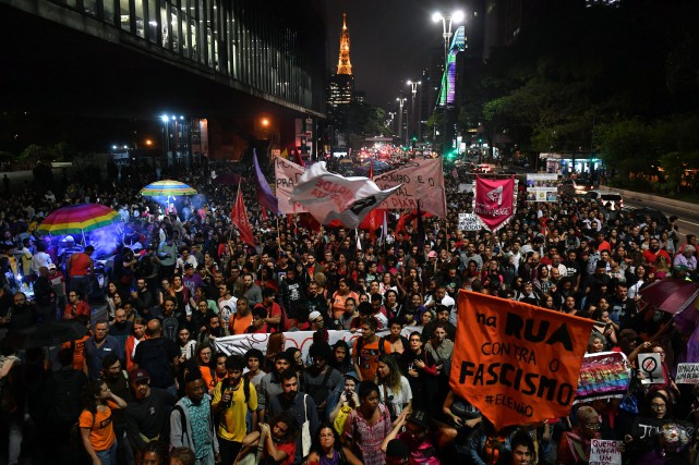 Une importante manifestation anti-Bolsonaro s'est déroulée jeudi à... (PHOTO AFP)
