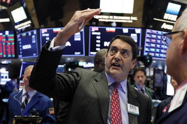 Wall Street et les marchés asiatiques ont rebondi vendredi, après deux jours de... (Photo Richard Drew, Associated Press)