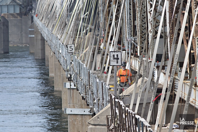 Sur cette photo, le chantier sur le pont... (Photo Patrick Sanfaçon, archives La Presse)