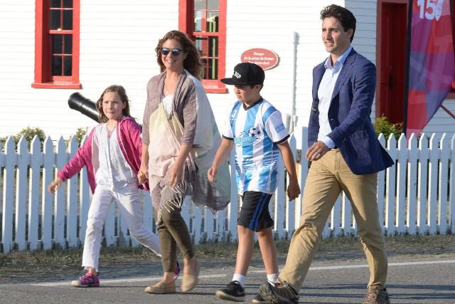 Le premier ministre Justin Trudeau et son épouse,... (PHOTO Remi Senechal, ARCHIVES LA PRESSE CANADIENNE)
