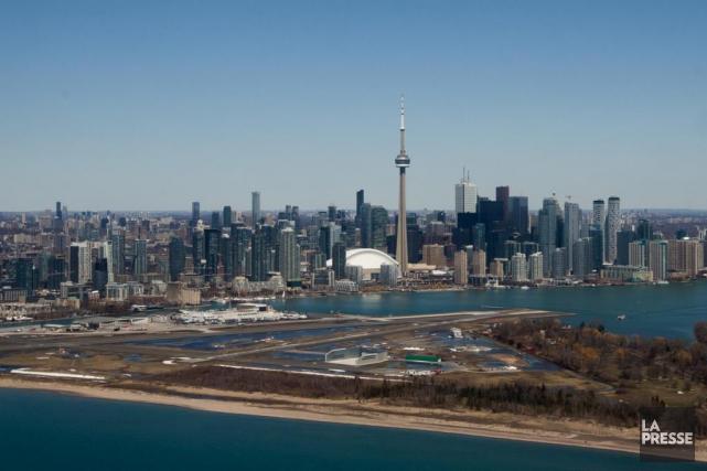 L'aéroport Billy-Bishop, au centre-ville de Toronto... (Photo Martin Tremblay, archives La Presse)