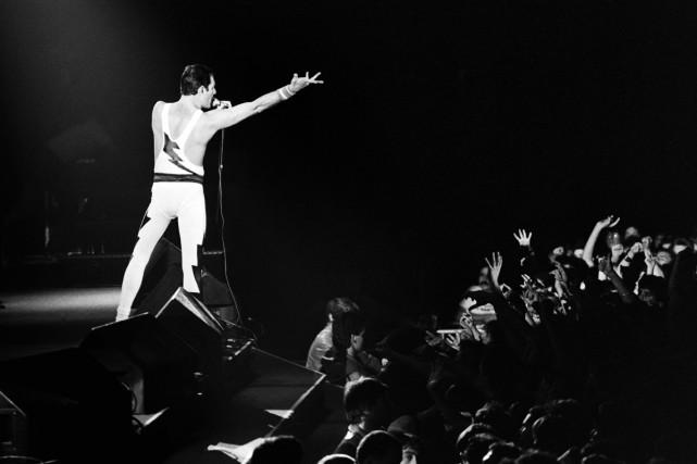 Freddie Mercury lors d'un concert au Palais Omnisports... (Photo archives AFP)