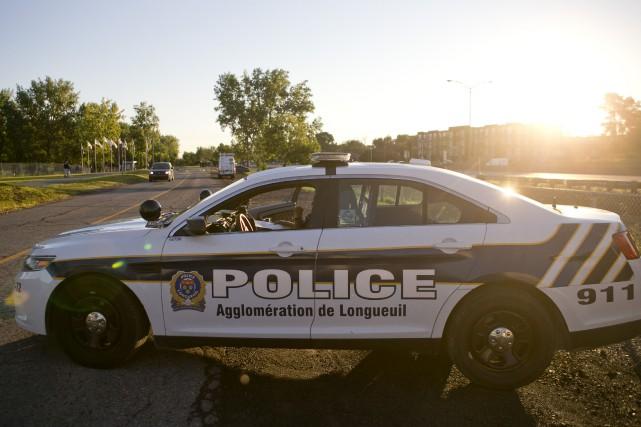 Le colis suspect examiné depuis cet après-midi par le Service de police de... (Photo David Boily, archives La Presse)