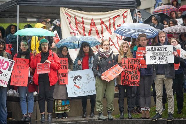 Une manifestation en faveur du changement de nom... (Photo André Pichette, archives La Presse)