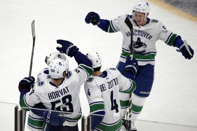 Les joueurs des Canucks ont eu le dessus... (Photo Elise Amendola, AP)