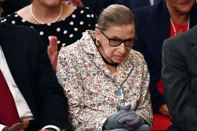Ruth Bader Ginsburg s'était brisé deux côtes en... (Photo BRENDAN SMIALOWSKI, Agence France-Presse)