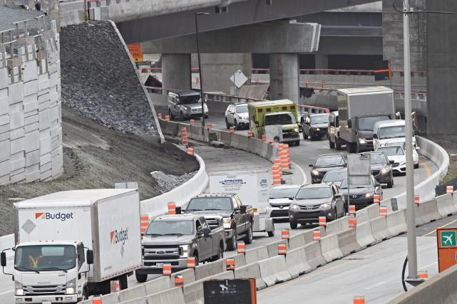 La fermeture de l'autoroute 20 Ouest dans l'échangeur... (Photo Patrick Sanfaçon, La Presse)