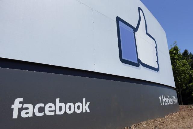 Facebook a annoncé vendredi qu'il allait prendre des mesures pour garantir plus... (Photo Ben Margot, archives AP)