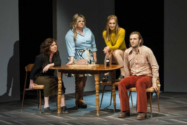 MireilleBrullemans, GenevièveSchmidt, MylèneMackay et FrancisDucharme dansBonjour, là, bonjour.... (Photo GuntherGamper, fournie par la production)