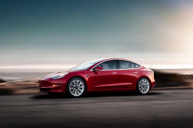 Imaginez pouvoir déplacer votre voiture d'un côté de la rue à l'autre sans... (Photo fournie par Tesla)