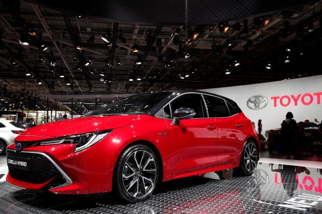La Toyota Corolla hybride au Salon de l'automobile... (Photo BENOIT TESSIER, REUTERS)