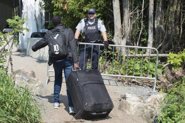 Certains immigrants doivent carrément se reconstruire en tant... (Photo Paul Chiasson, La Presse canadienne)