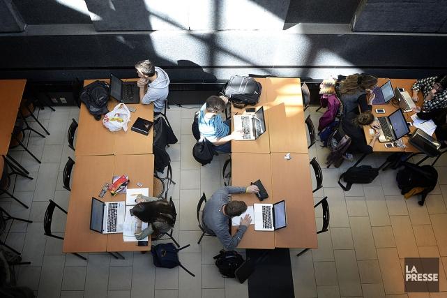 Les étudiants demandent «un statut de travailleurs.ses ainsi... (Bernard Brault, archives La Presse)