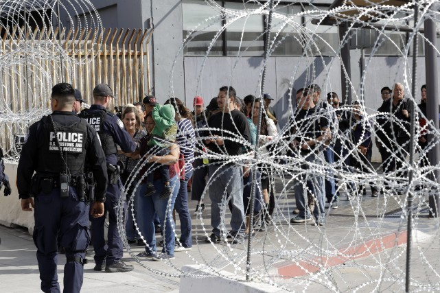 Du côté mexicain de la frontière, à Tijuana,... (PHOTO AP)